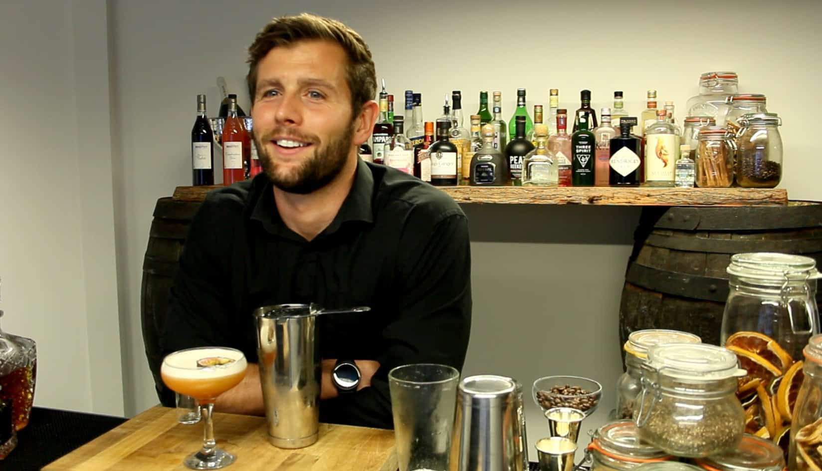 Exquisite Cocktails hosting an online cocktail masterclass as part of a virtual event